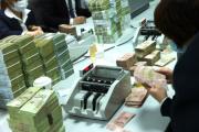 Tại sao nên mua máy đếm tiền có khả năng đếm tiền ngoại tệ?